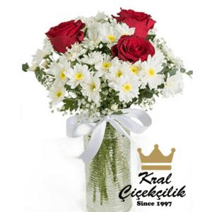 Papatyalar ve 3 Gül Aranjmanı Mini Hoş Çiçek Aranjmanı Çiçek Dünyasının Zirvedeki İkilisi Gül ve Papatya
